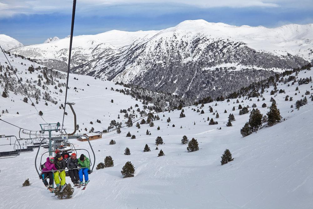 Grandvalira, avec 210 km de pistes dans la partie nord du pays, est le plus grand domaine skiable des Pyrénées