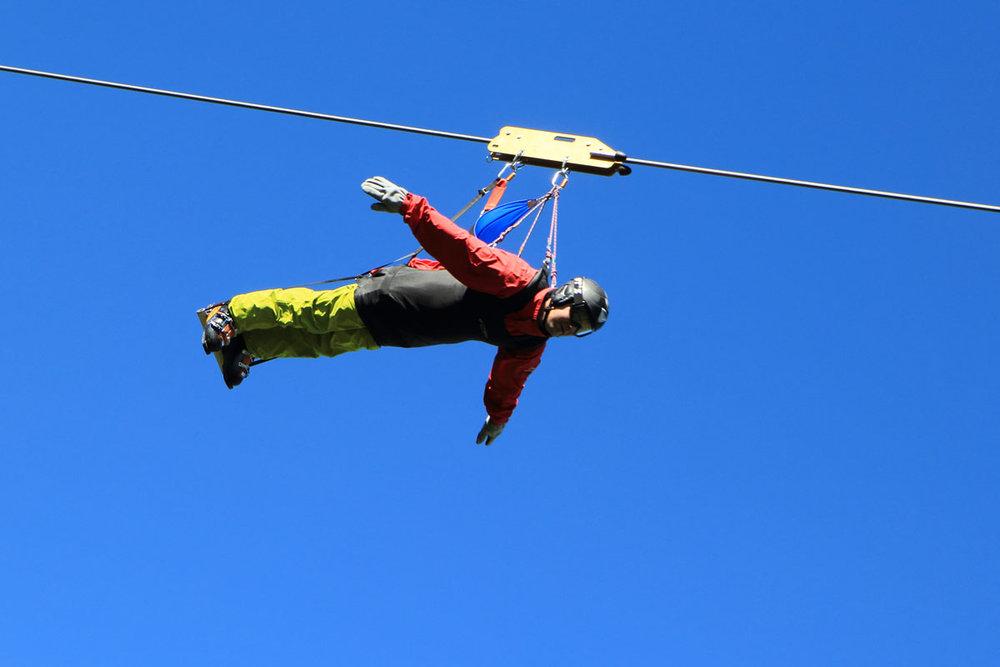 Prenez un peu de hauteur et de vitesse avec la tyrolienne de Besse Super Besse - © Office de Tourisme Massif du Sancy