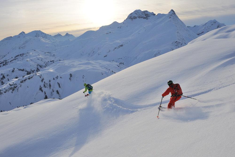 Tiefschneevergnügen zwischen Lech am Arlberg und Warth - © Sepp Mallaun / Vorarlberg Tourismus