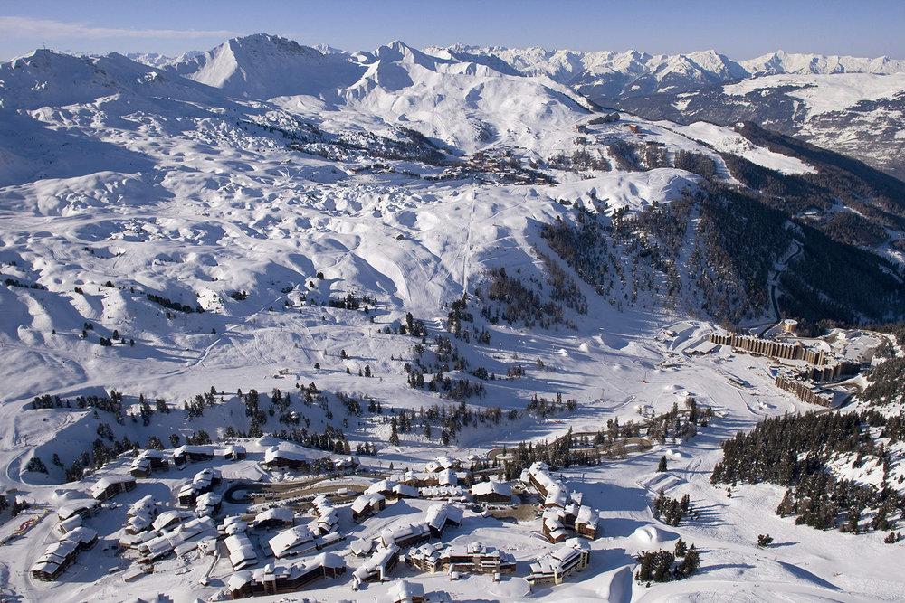 Letecký pohľad na Plagne (centrum Plagne, Plagne Aime 2000 a Plagne Village / Plagne Soleil) - © Elina Sirparanta