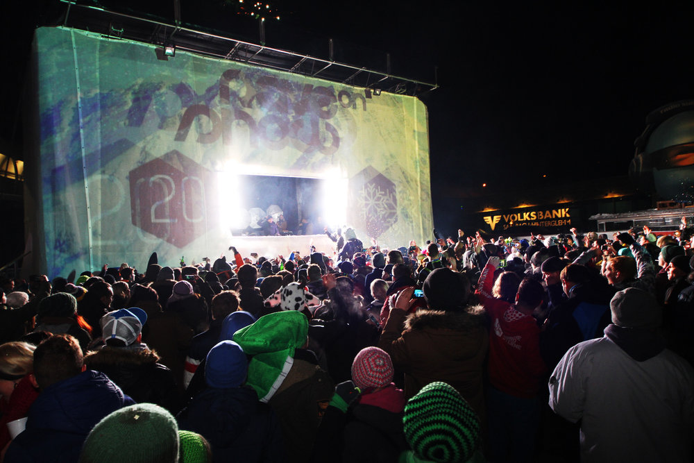 Rave on Snow: Party am Dorfplatz Saalbach - © Skiinfo