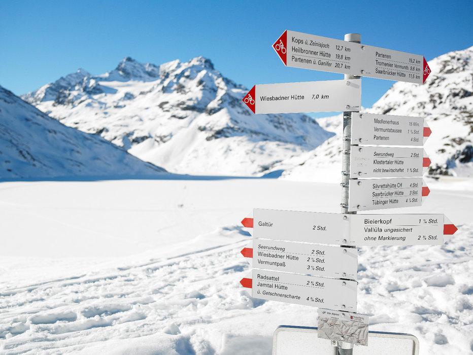 Am zugefrorenen Silvretta Stausee - © Montafon Tourismus GmbH / Alexander Kaiser