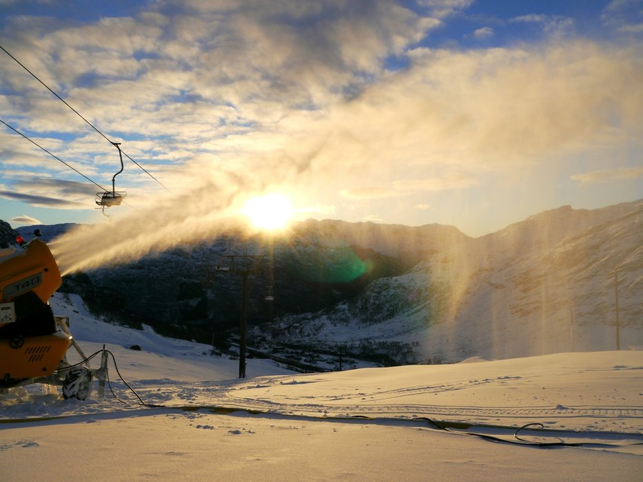 Snøproduksjon pågår for fullt i Røldal - © roldal.com
