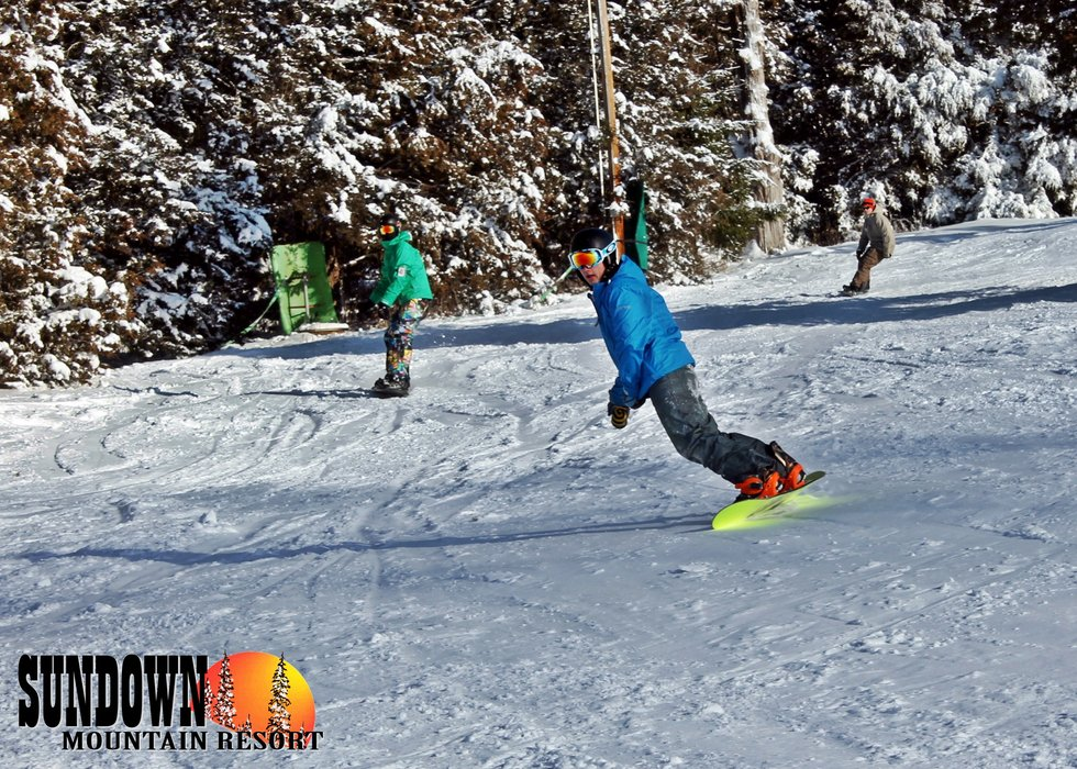 Making turns at Sundown Mountain - © Sundown Mountain