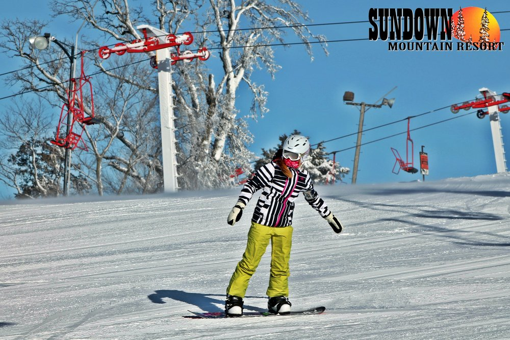 Carving turns at Sundown Mountain - ©Sundown Mountain