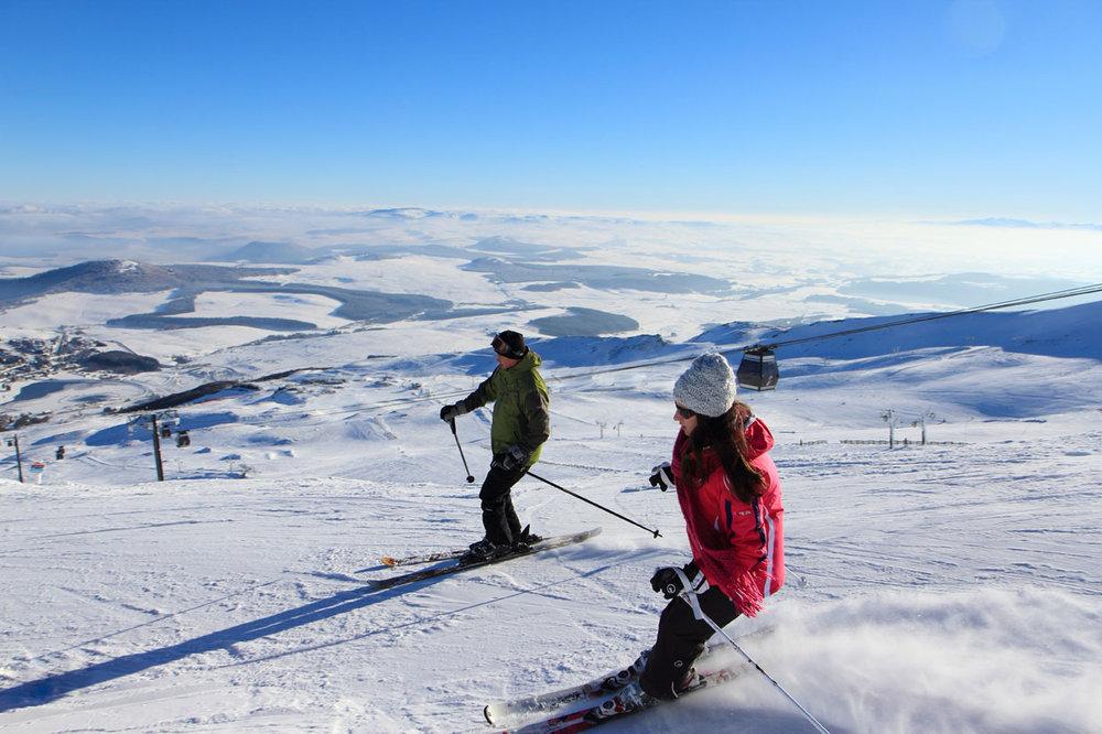 Sur les pistes de ski de Besse Super Besse - © Office de Tourisme Massif du Sancy