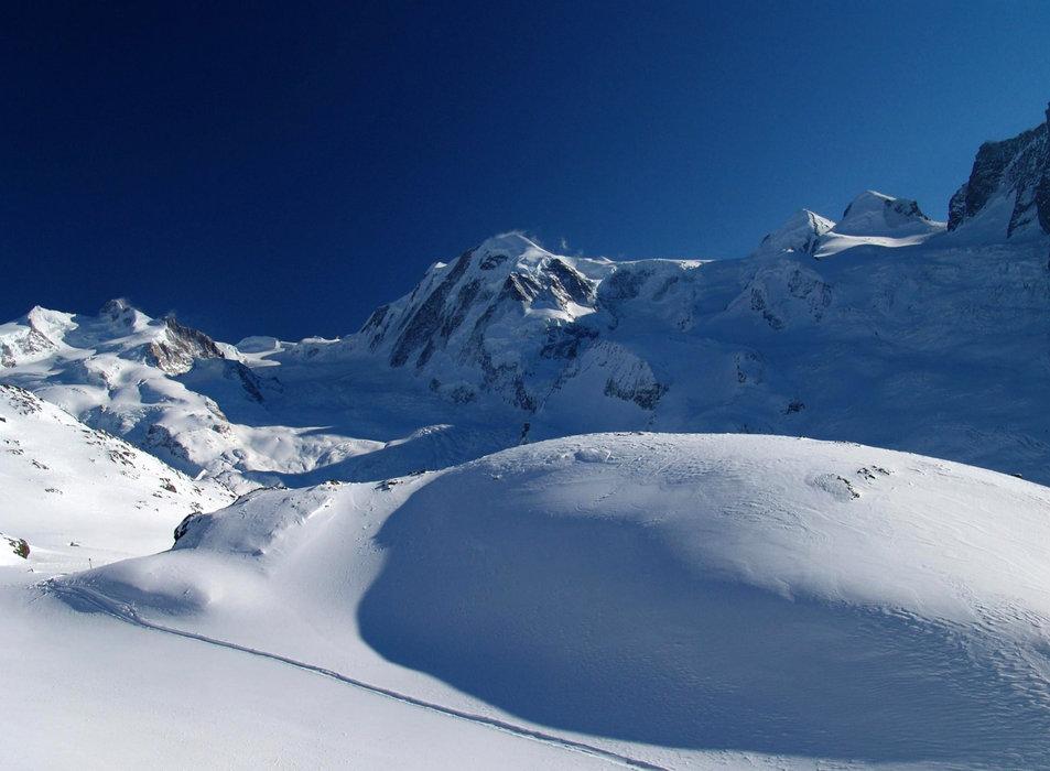 Wo könnte eine Tiefschneesafari schöner sein, als in den Walliser Alpen? - © Steinmann / Creative Commons