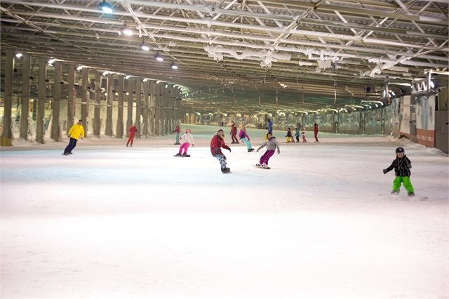 Skiing lessons at Dutch indoor centre SnowWorld - © SnowWorld