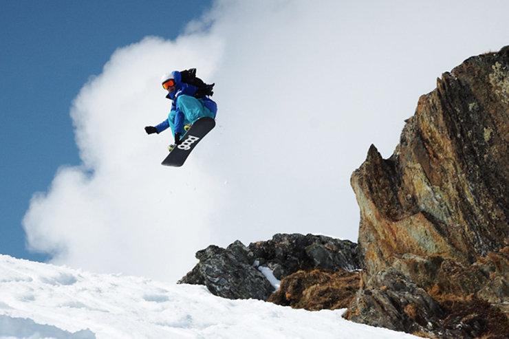 Die Freeride-Snowboarder erwarten hier unzähligen Powder-Runs, Cliffjumps und natürliche Pipes   - © Gletscherbahnen Kaprun AG