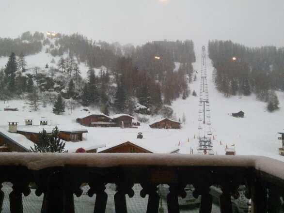 Fresh snowfall this morning, still falling.