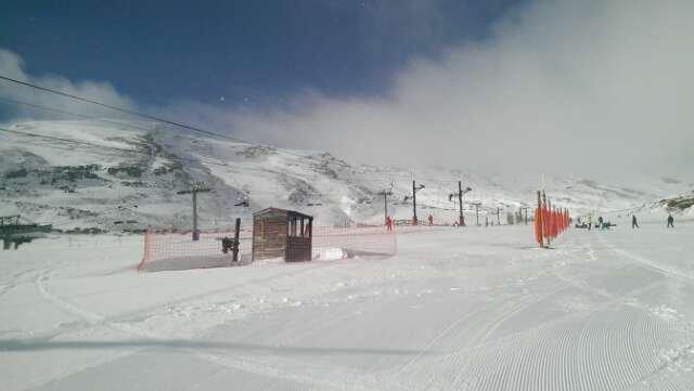Muchas pistas cerradas y los abiertas estaban muy congelados.  Pero empezó a nevar al mediodía, diría que estará mejor mañana.