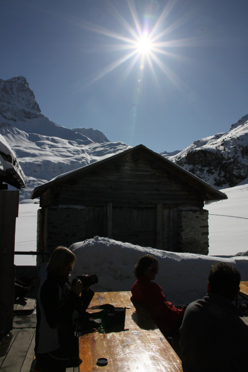 Sonnige Aussicht: Skihütte Piz Platta