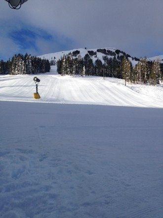 All chairs open except chair 3 and chair 4. Chair 4 opening at noon. Lookin like it's gonna be a nice day