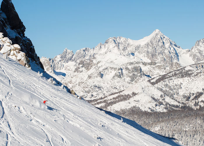 Big mountain skiing and even bigger views. There's a reason it's called Mammoth. - ©Mammoth Lakes Tourism