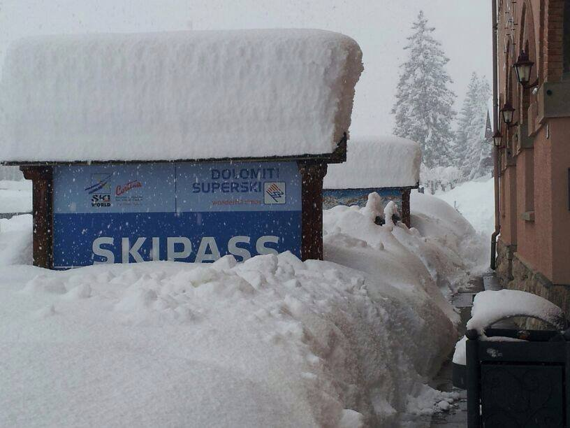 Cortina versinkt im Schnee