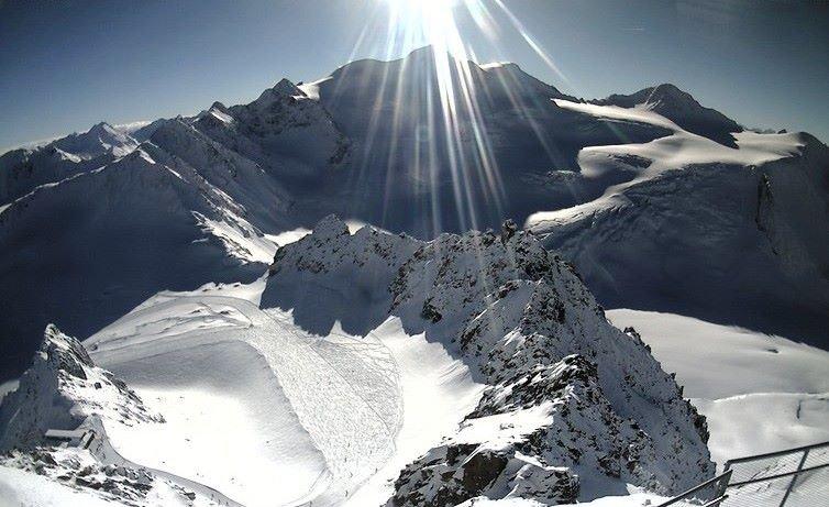 Der Pitztaler Gletscher am 15.1.2014: Sonne satt und Neuschnee - © Facebook Pitztaler Gletscher