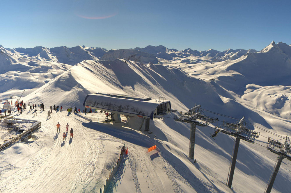 Skiing above the treeline in Tignes, France - ©Katallys / Livecam 360