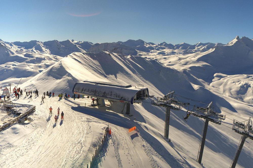 Skiing above the treeline in Tignes, France - ©Katallys / Livecam 360