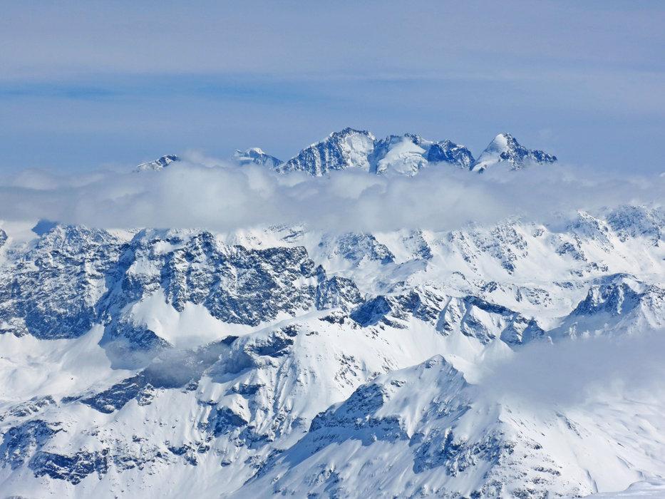 Ausblick über die Schweizer Bergwelt - © SkitourGuru.com