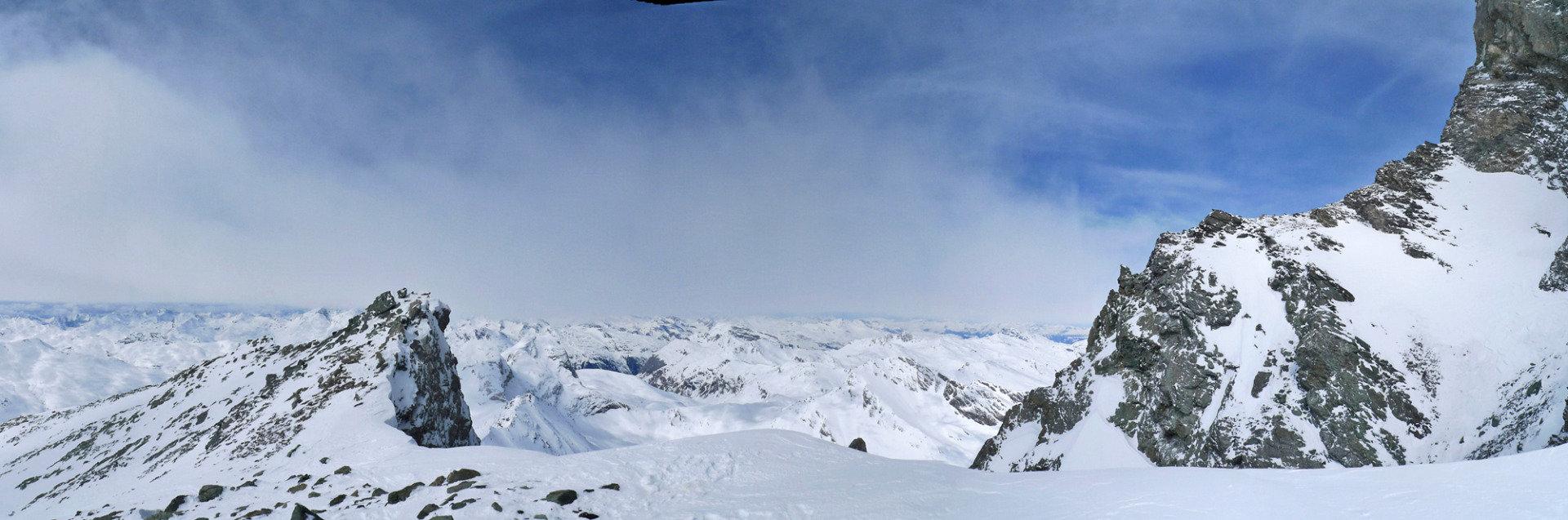 Das Skidepot liegt auf 3240 Meter - © SkitourGuru.com