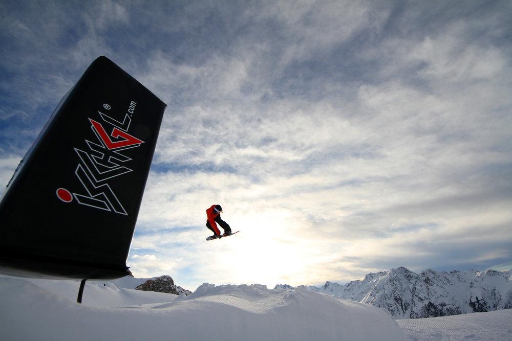 Snowboarder im Snowpark Ischgl - © Skiinfo