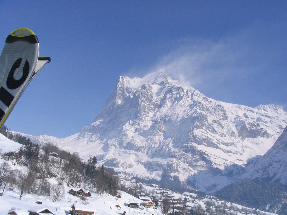 Der Eiger thront über Grindelwald - © Sebastian Lindemeyer