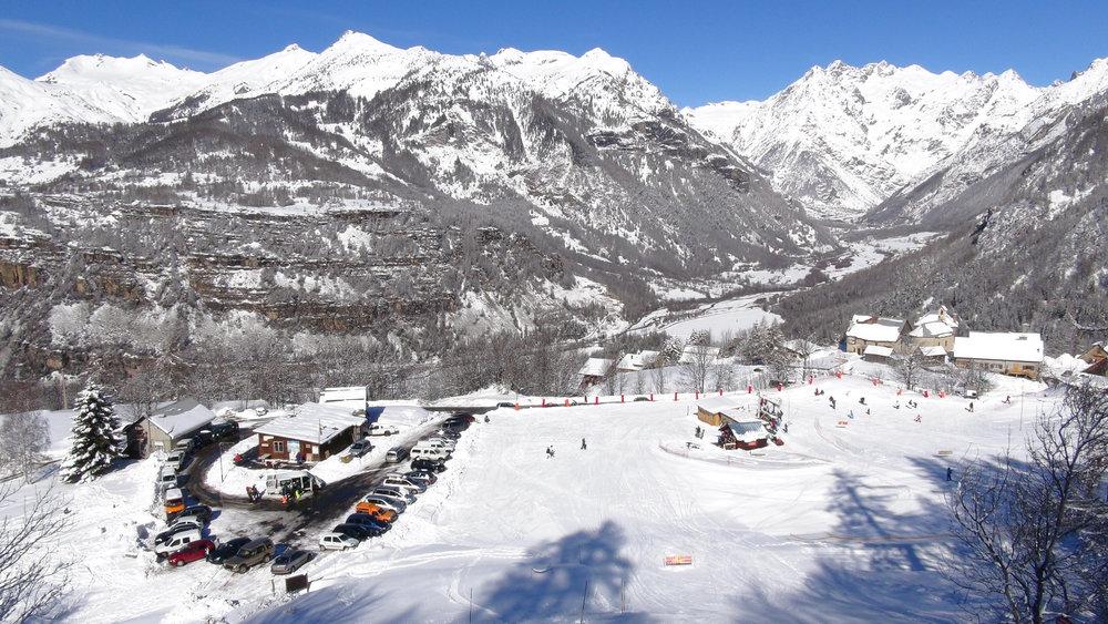 Serre-Eyraud : son village, son front de neige, sa vue sur le Champsaur... - © Stéphane GG