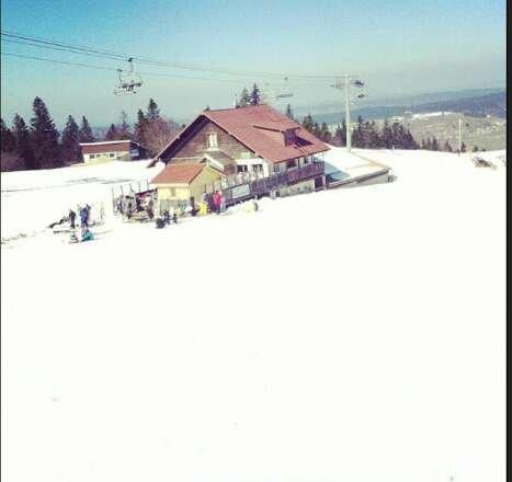 Très beau temps, très bonne journée mais la neige qui devient lourde.. Des pistes habituellement faciles transformées en champ de bosses, pas idéal pour les débutants mais sympa pour les autres !
