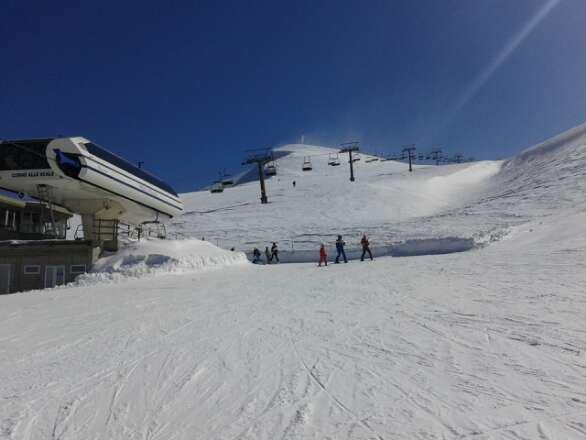 Week-end eccezionale, bel tempo e ottime piste con neve per lo più compatta, forte vento in quota.