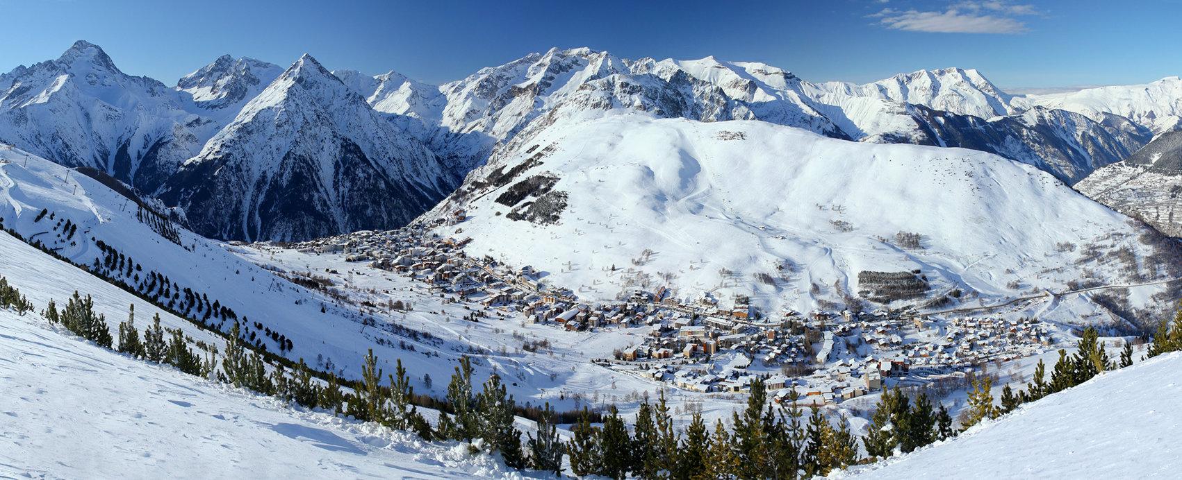 Vue sur la station de ski des 2 Alpes - © B. Longo / OT des 2 Alpes