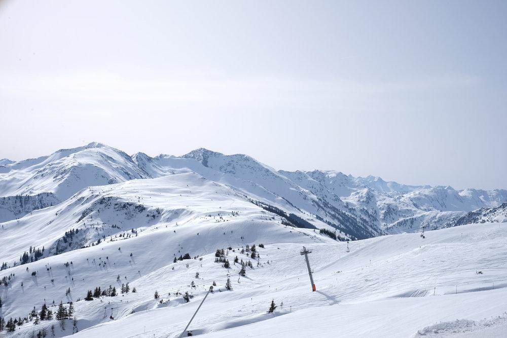 Weitläufige Hänge und Pisten bestimmen das Bild im Ski Juwel - © Skiinfo
