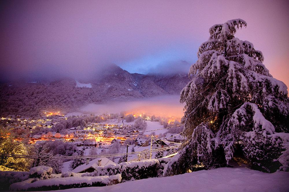 Ambiance de fin de journée hivernale dans la station village de Cauterets - © NPY Cauterets