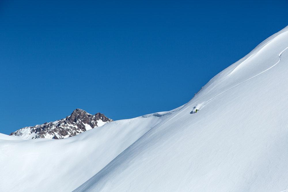 Lines mit fast 2.000 Höhenmetern sind die Belohnung für eine abenteuerliche Reise in die Berge Zentralasiens