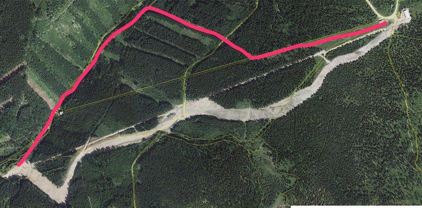 Nowa i stara trasa Jachymovska. Stara trasa - zaznaczona na czerwono - przeznaczona będzie teraz dla miłośników freeridu.  - © Skiareál Klínovec