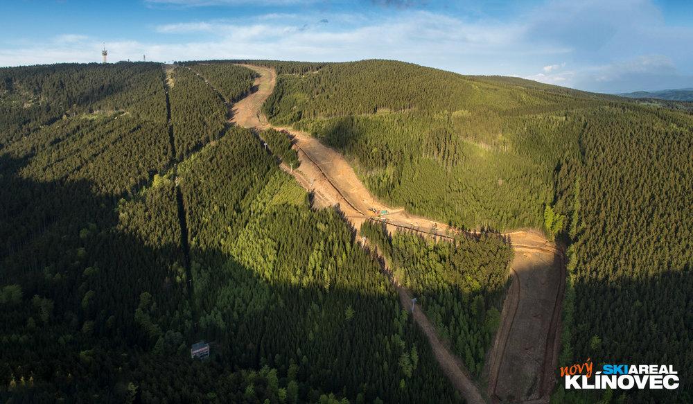 Nowa trasa uznana jako średnio trudna będzie mogła być w razie potrzeby na całej długości sztucznie naśnieżana.  - © Skiareál Klínovec