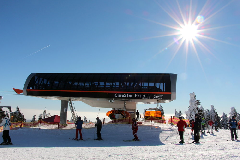 Nowoczesna szybka kolej krzesełkowa CineStar Express na Klinovcu - © Skiareál Klínovec