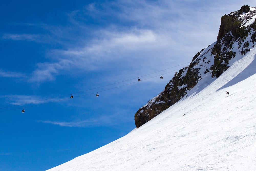 Experience 360 degree views of more than 650 km from Mammoth's gondola. - ©Cody Downard Photography