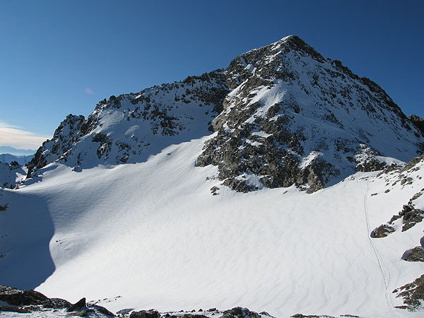 Die Spur führt zum Skidepot - © Marion Neumann