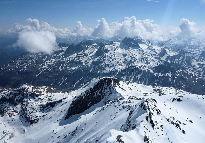 Links die Schweiz - rechts Italien - © Marion Neumann