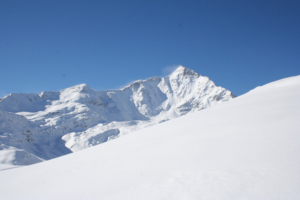 Blick auf den Pizzo Tambo (3279 m) - © Marion Neumann