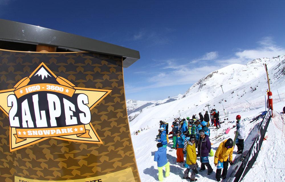 Sur le snowpark, sur les pistes ou au coeur même de la station, la fin de saison s'annonce animée aux 2 Alpes... - © © Office de Tourisme Les 2 Alpes / Bruno LONGO