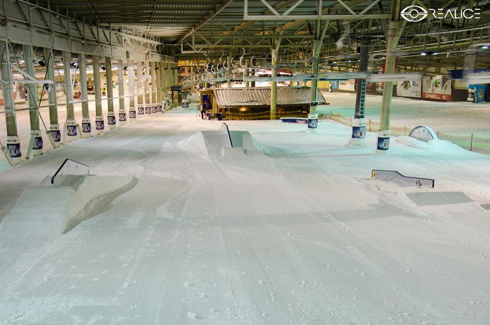 Une partie du domaine skiable de SnowWorld Landgraaf se transforme très régulièrement en véritable snowpark - © SnowWorld Landgraaf