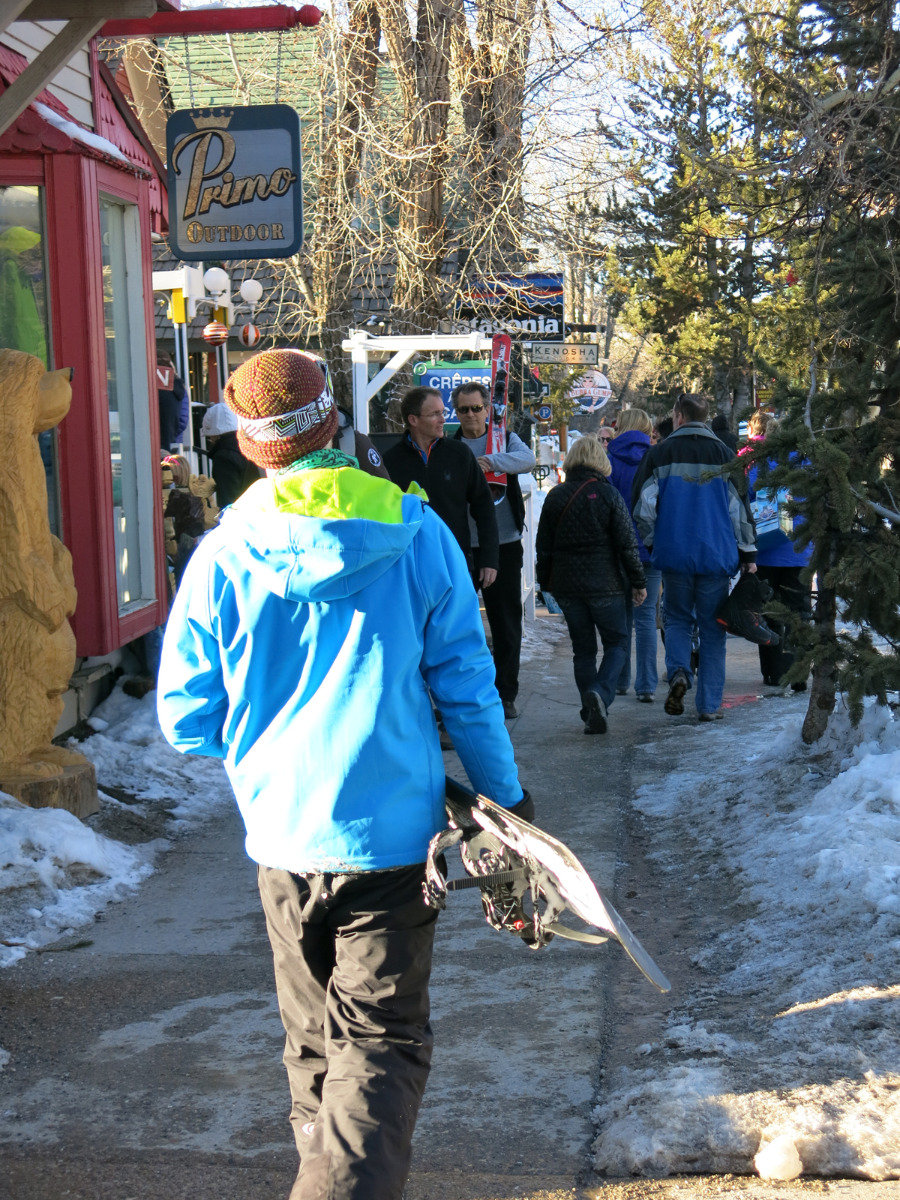 Streets are pleasantly busy in the village of Breckenridge - © Micaela Romani