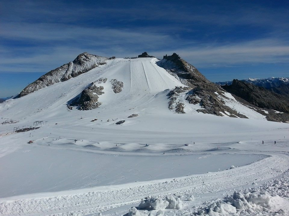 Sunny slopes in Hintertux - Oct 18, 2014 - © Hintertux FB