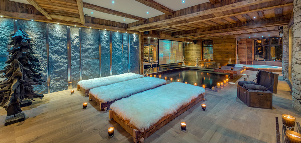 Pool with TV screen at Chalet Lhotse, Val d'Isere - ©Consenio