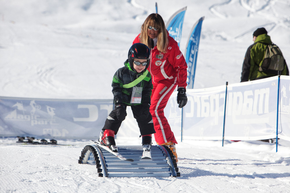 Teachers impart the kids uselful knowledge for skiing - © Savognin Bergbahnen AG