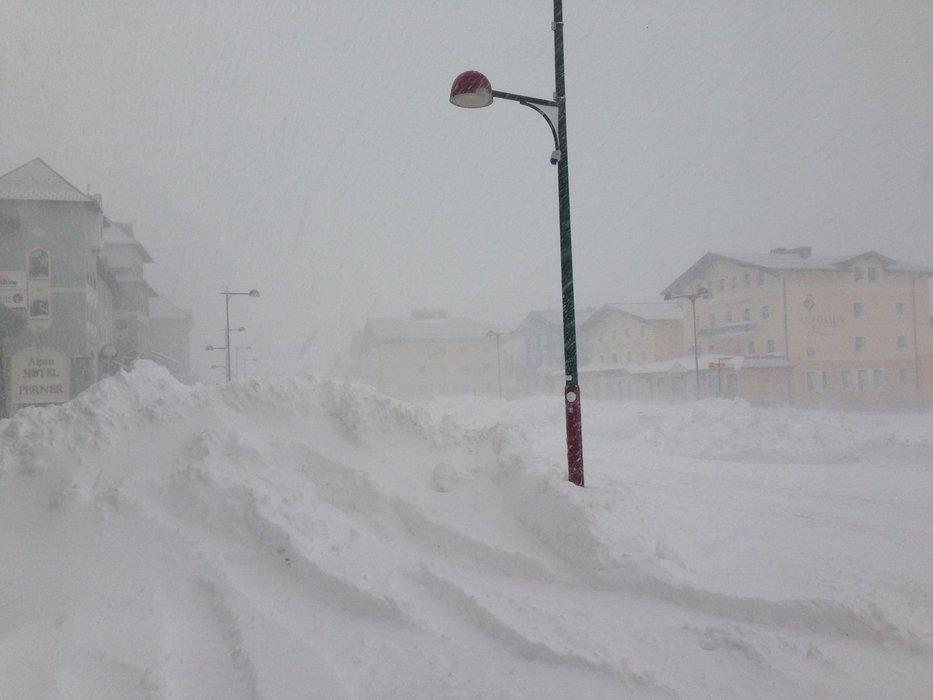 100 cm of fresh snow in Obertauern, Oct 23, 2014