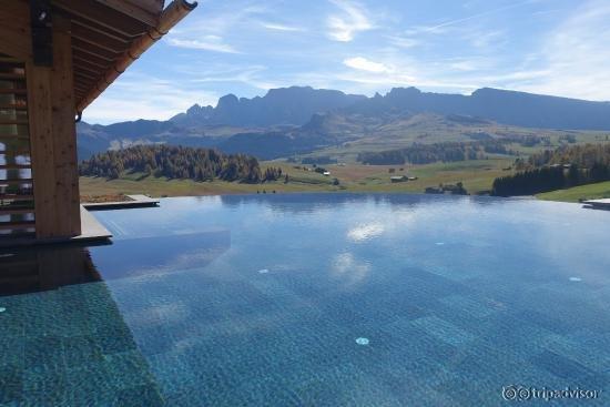 Hotel adler mountain lodge alpe di siusi seiser alm - Hotel alpe di siusi con piscina ...