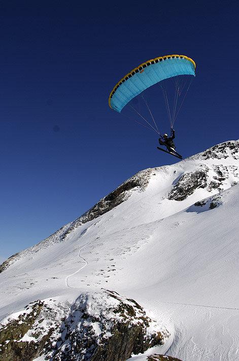 Speed riding aux abords du domaine skiable de Peyragudes - © JN HERRANZ / Maison de Peyragudes