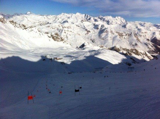 Domenica 23 Novemre grande giornata! Tanta neve e sole in compagnia dei più piccoli che si allenavano per la nuova stagione alle ' porte'!
